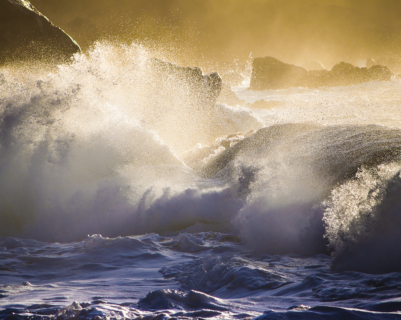 Large Waves Hit The Rocks Water Wallpaper