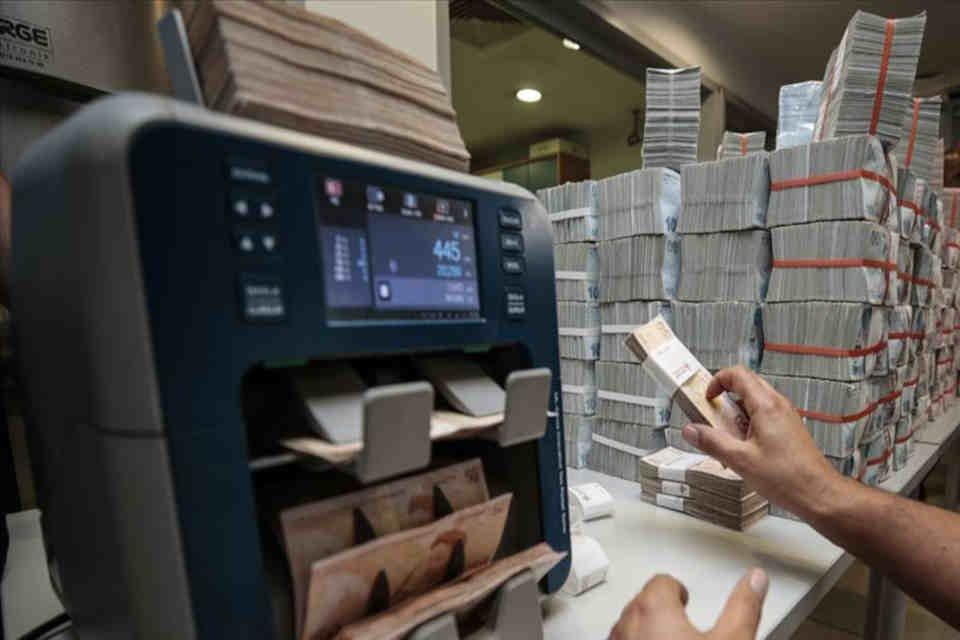 Kredi hacmi 50 milyar liraya geriledi