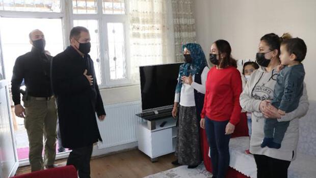 Hakkari Valisi Akbıyık'tan şehit ailelerine ziyaret