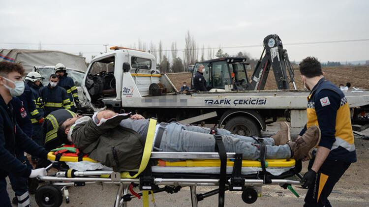Eskişehir'de hatalı sollama kazası: 1 ölü, 5 yaralı