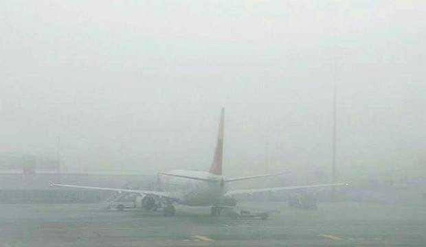 Bazı uçak seferlerine 'sis' engeli