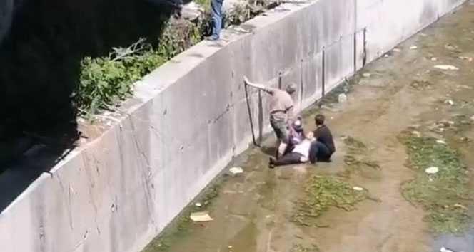 Çatıdan dereye düşen vatandaş ağır yaralandı