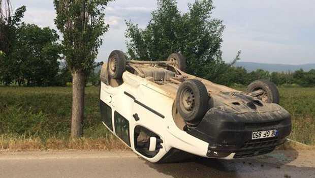 Kaza yapan ticari araç takla attı: 4 yaralı