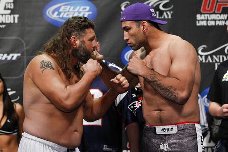 Nelson (esq.) e Werdum (dir.) se enfrentaram em 2012. Foto: Divulgação/UFC
