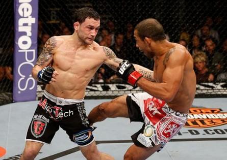Depois de vencer F. Edgar. (esq.), Aldo tem novo desafio contra lutador vindo do peso leve. Foto: Josh Hedges/UFC