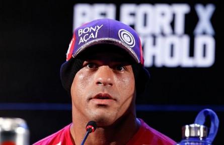 V. Belfort (foto) se irrita com questionamentos sobre TRT. Foto: Josh Hedges/UFC