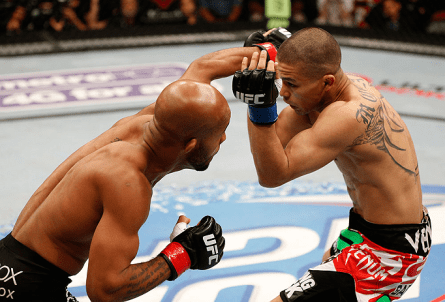 D. Johnson (esq.) e J. Moraga (dir.) fizeram a luta principal em Seattle. Foto: Josh Hedges/UFC