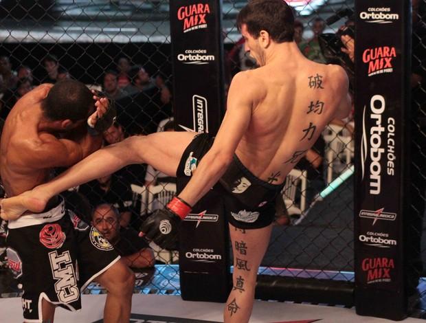 Bilharinho agora enfrentará Pantoja pelo cinturão interino. Foto: Divulgação/Jungle Fight