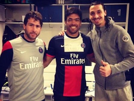 Lyoto (ao centro) juntamente com Maxwell (esq.) e Ibrahimovic (dir.). Foto: Reprodução/Instagram