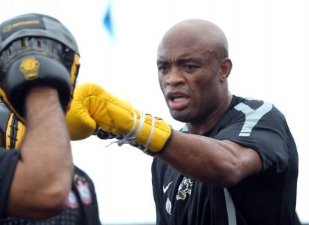 Anderson (foto) tem um cartel profissional de 33 vitórias e seis derrotas. Foto: Divulgação/UFC