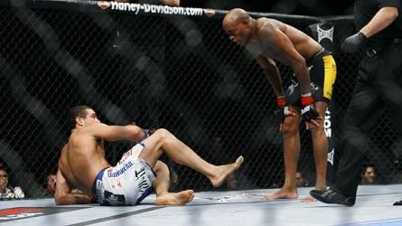 Thales (esq.) foi derrotado por Anderson (dir.). Foto: Divulgação/UFC