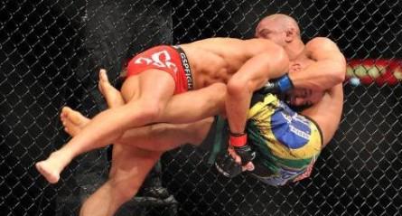 St. Pierre dominou Pitbull no histórico UFC 100. Foto: Divulgação/UFC