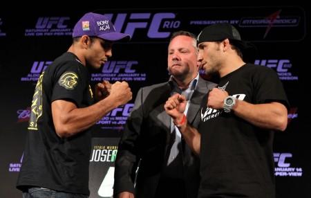 J. Aldo (esq.) em encarada com C. Mendes (dir.) antes do primeiro encontro entre eles, em 2012. Foto: Josh Hedges/UFC