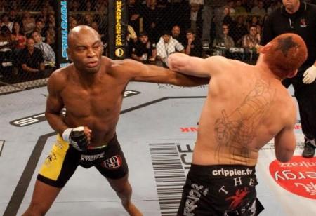 Anderson (esq.) acerta Leben (dir.); luta no UFN 5 durou pouco. Foto: Divulgação/UFC