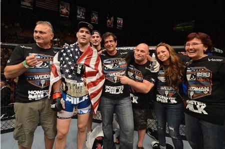 Longo (centro) está desconfortável com luta contra Belfort. Foto: Josh Hedges/UFC