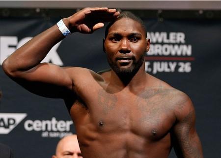 Johnson (foto) não está mais suspenso pelo UFC. Foto: Josh Hedges/UFC