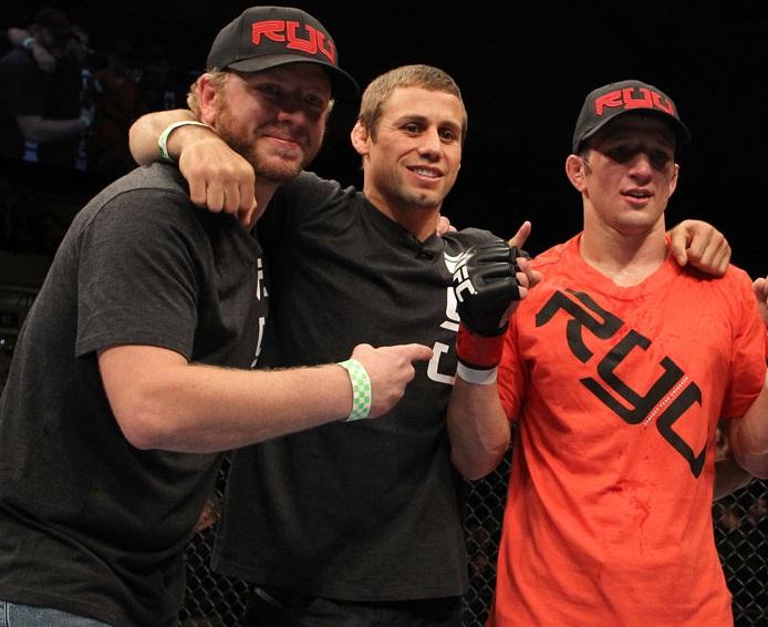 Faber (centro) e Dillashaw (dir.) treinavam juntos na Team Alpha Male. Foto: Josh Hedges/UFC