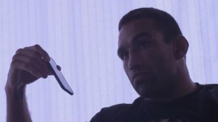 Werdum (foto) conversa com membros do UFC após receber notícia de corte de Velasquez. Foto: Reprodução/YouTube