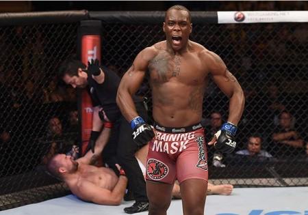 St. Preux comemora nocaute sobre Shogun em Uberlândia. Foto: Buda Mendes/UFC