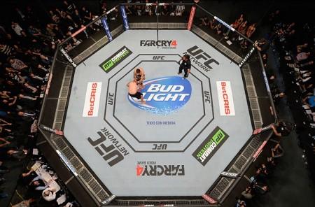 Octógono montado no México rendeu uma das maiores audiências da história do UFC. Foto: Josh Hedges/UFC