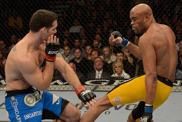 Fratura de Anderson (dir.) foi uma das cenas mais fortes e marcantes de 2013. Foto: Josh Hedges/UFC