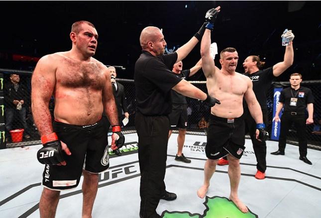 Napão (esq.) perdeu para Cro Cop (dir.) na Polônia. Foto: Divulgação/UFC