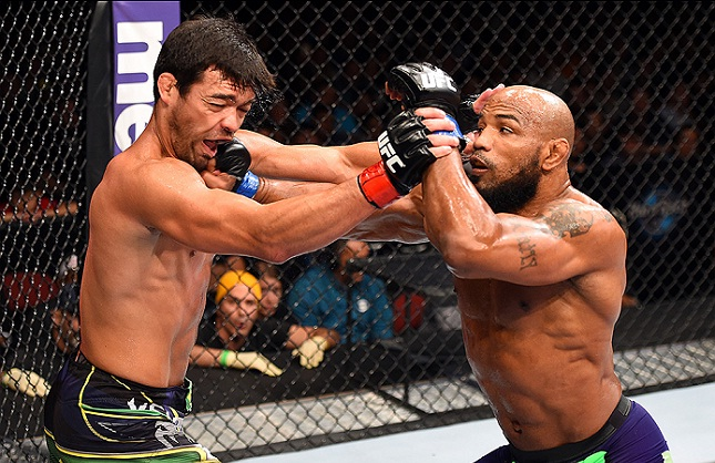 Lyoto (esq.) foi derrotado por Y. Romero (dir.) no UFC FN 70. Foto: Josh Hedges/UFC