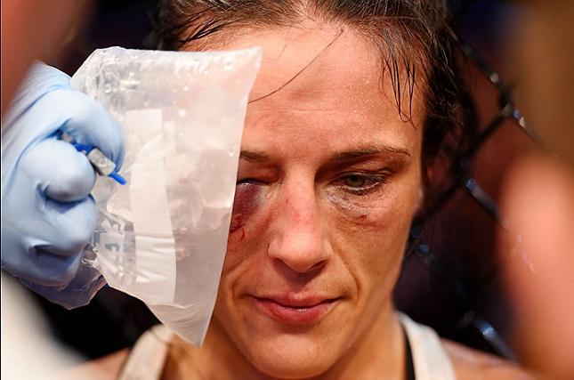 Valerie (foto) foi derrotada na disputa do cinturão peso palha. Foto: Josh Hedges/UFC