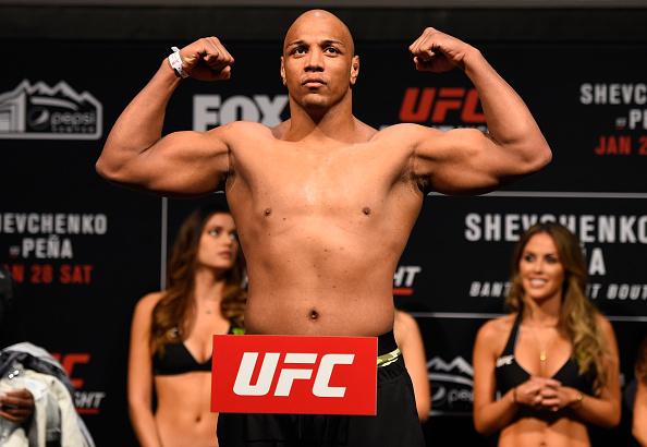 Pezão não bateu o limite dos meio-pesados por duas vezes (Foto: Josh Hedges/UFC