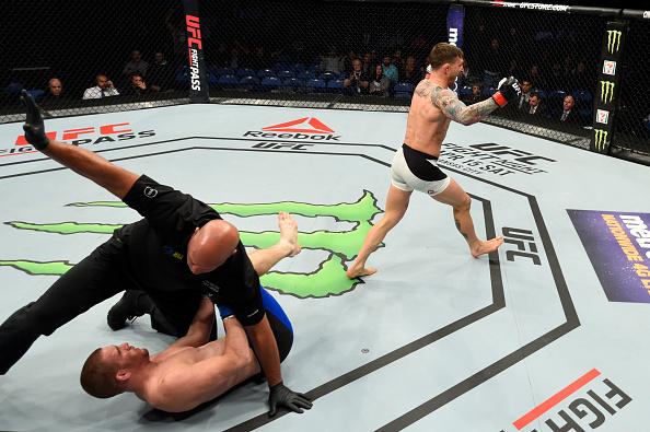 Gillespie nocauteou Holbrook em 21 segundos (Foto: Josh Hedges/UFC)