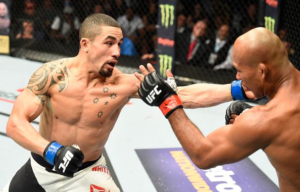 R. Whittaker (esq) surpreendeu R. Jacaré (dir) (Foto: Josh Hedges/UFC)
