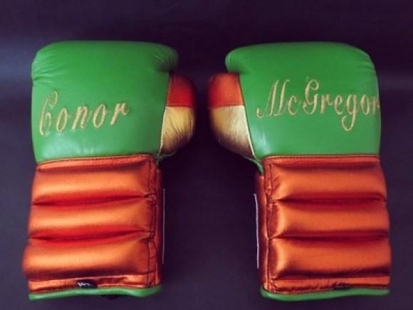 Luvas que serão usadas por McGregor (Foto: Reprodução/Instagram)