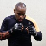 Cormier (esq) perdeu para Jones (dir) no UFC 214 (Foto: Reprodução/Facebook UFC)