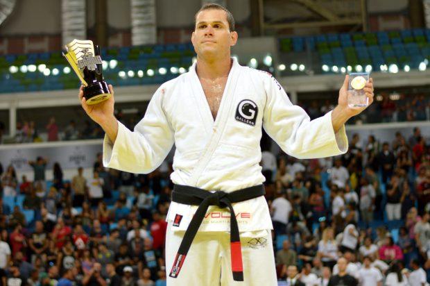 Roger encerra carreira épica no jiu-jitu e projeta MMA. Foto: Carlos Arthur Jr
