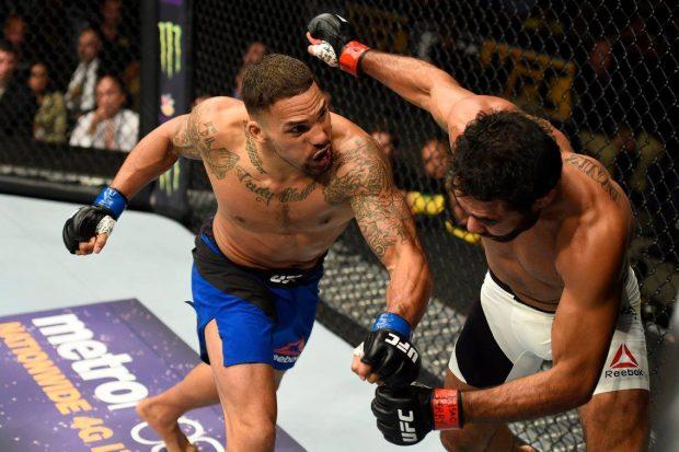 R. Sapo (dir) foi nocauteado (Foto: Reprodução Facebook UFC)