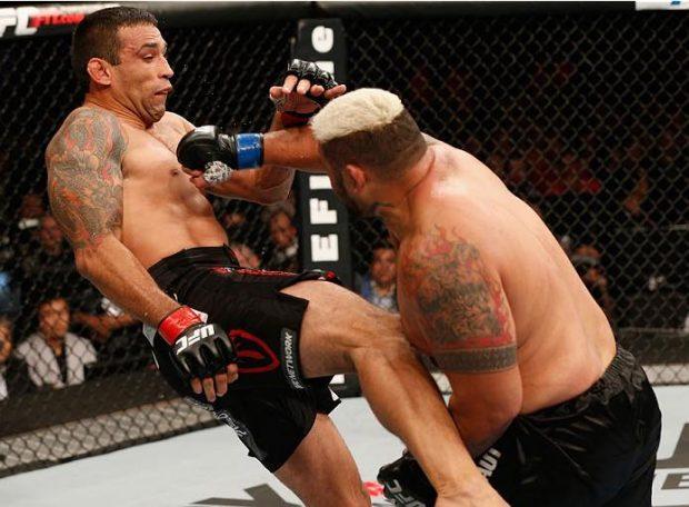 """M. Hunt e F. Werdum lutaram no UFC 180 (Foto: Reprodução Facebook Mark """"Super Samoan"""" Hunt)"""