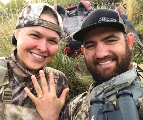 Ronda e Browne estão noivos desde abril (Foto: Reprodução Instagram travisbrownemma)