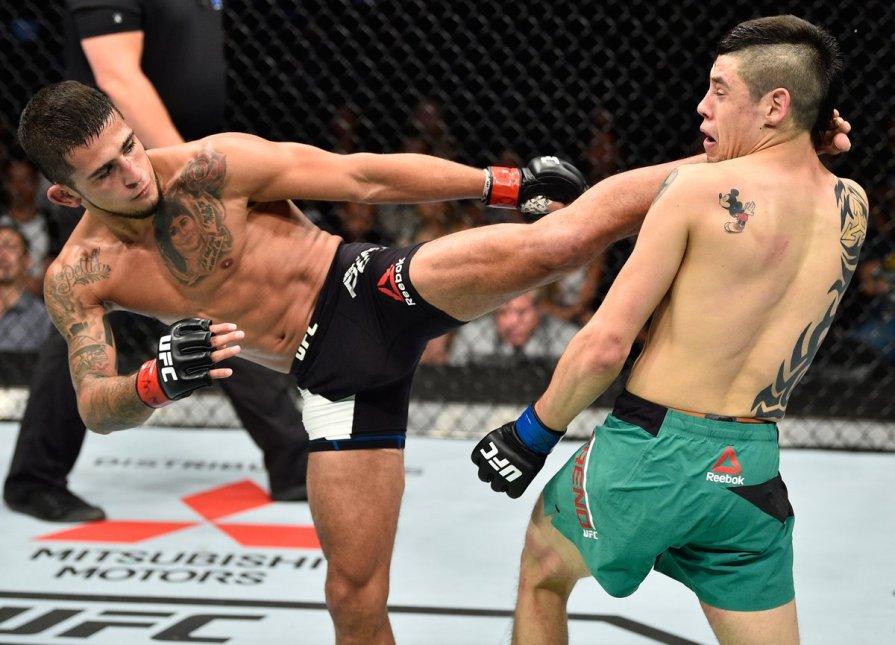 Pettis (esq.) derrotou Moreno no UFC México. Foto: Reprodução / Twitter / UFC_Brasil