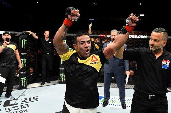 Trator garantiu vitória brasileira nas preliminares (Foto: Reprodução/Twitter UFCBrasil)