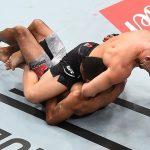Munhoz finalizou Font ainda no primeiro round (Foto:Reprodução/Instagram UFC)