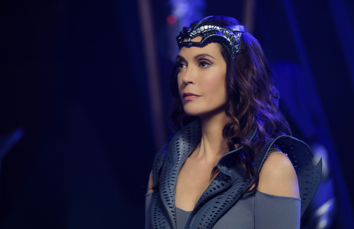 Supergirl-S02E21-Resist05