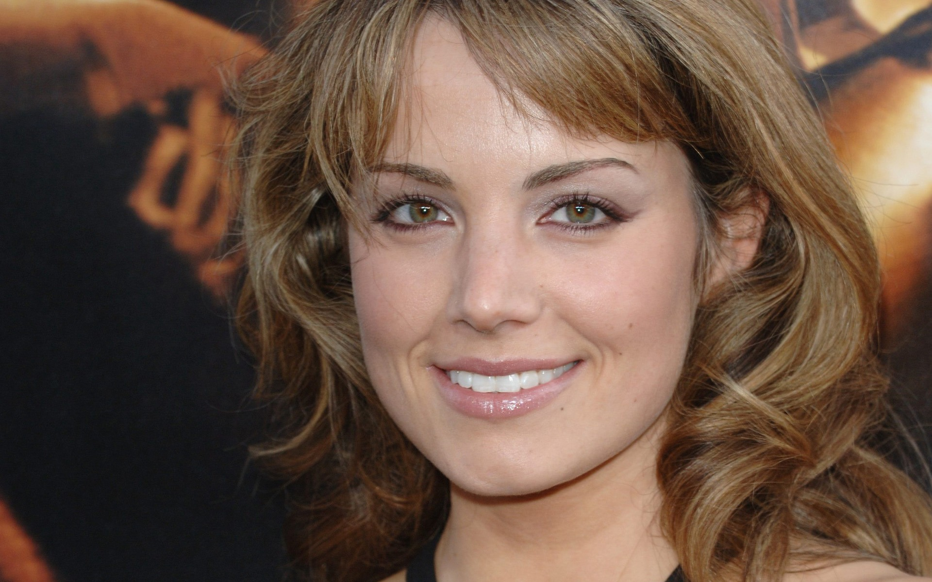 Actress Erica Durance to replace Laura Benanti in 'Supergirl'