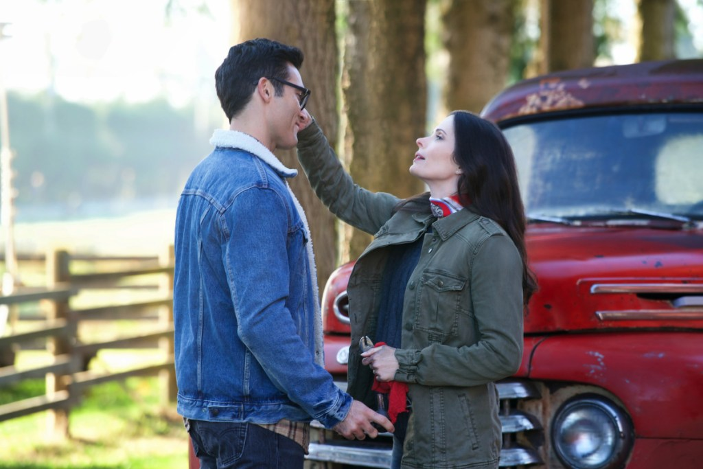 Tyler Hoechlin as Clark Kent and Bitsie Tulloch as Lois Lane