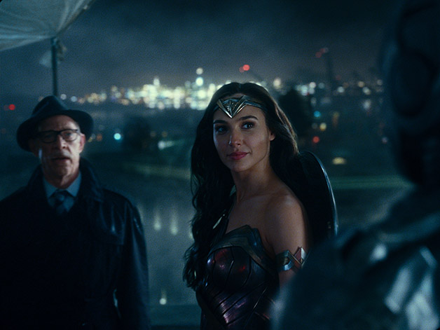Justice_League_Wonder_Woman_Roof