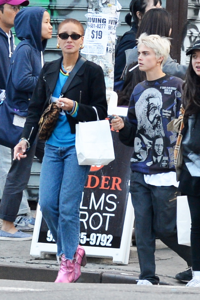 Cara Delevingne Out with Friends in New York, April 28 2018 [x 50]