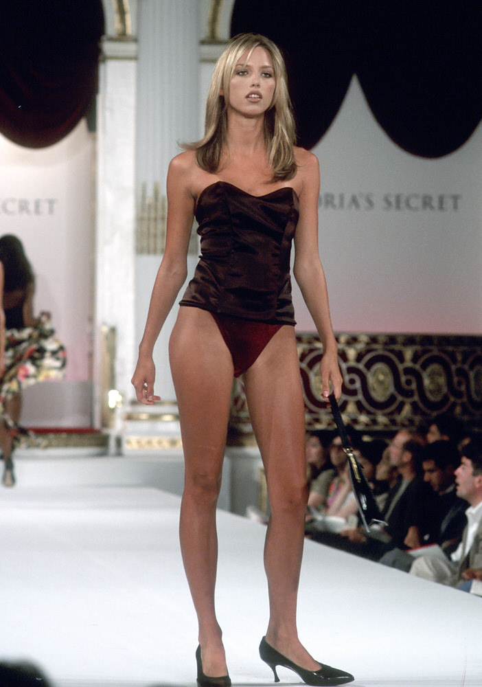 Victoria's Secret Fashion Show 1995 – Runway – Leilani Bishop [x 3]