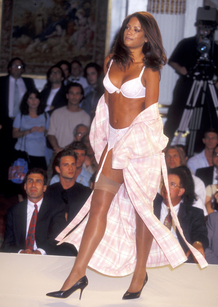 Victoria's Secret Fashion Show 1995 – Runway – Veronica Webb [x 5]