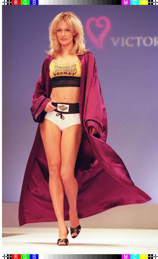 Victoria's Secret Fashion Show 1997 – Runway – Karen Mulder [x 8]