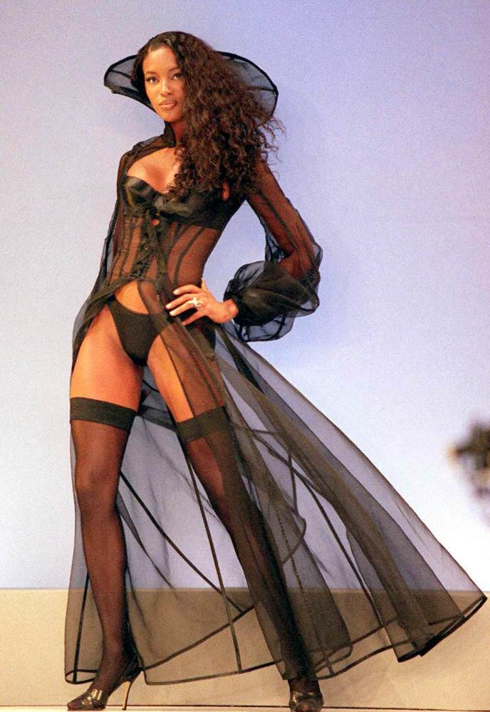 Victoria's Secret Fashion Show 1997 – Runway – Naomi Campbell [x 15]
