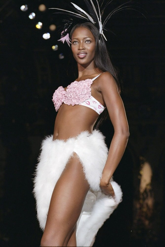 Victoria's Secret Fashion Show 1998 – Runway – Naomi Campbell [x 14]